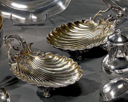 Belle paire de présentoirs coquille en argent...