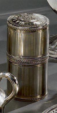 Belle boîte cylindrique couverte en argent...