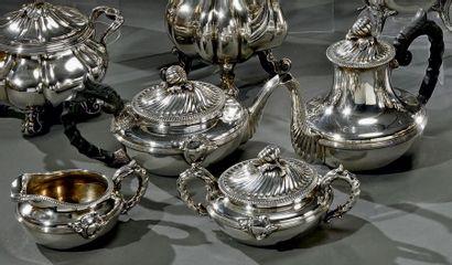 Angleterre Service à thé et café en argent, à panse basse, les couvercles à godrons...
