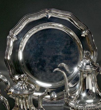 CHRISTOFLE Grand plat rond en argent modèle filets contours à six lobes (non gravé)...