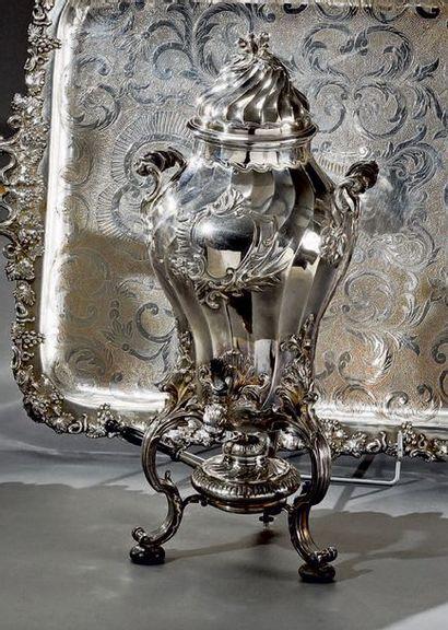 Importante fontaine à thé en métal argenté...