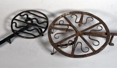 Deux grilles tournant en fer forgé, l'une...