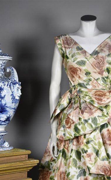 CHRISTIAN DIOR Haute Couture, Printemps Eté 1957, n°8? ??? ligne Libre. Robe en...