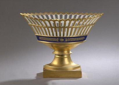 ? Corbeille en porcelaine ajourée dorée ornée...
