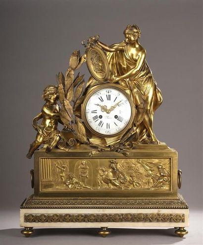 Grande pendule en bronze doré ornée d'une...