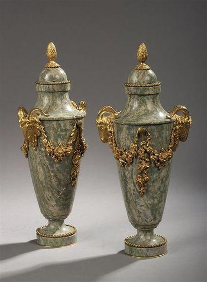 Paire de vases fuseaux couverts en marbre...