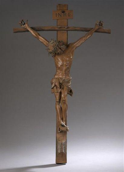 ? Grand crucifix en poirier sculpté, le Christ...