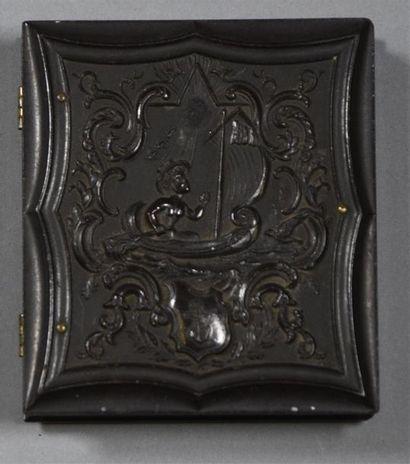 Ambrotypes, États-Unis, 1860 Réunion de 8 ambrotypes dont 6 présentés dans leurs...