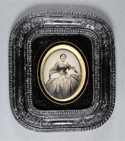 Lot composé de 3 ambrotypes Portraits de femmes vers 1860 et portrait d'un couple...