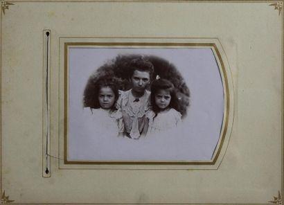 Album pour photographie, vers 1890 Rare exemplaire à la reliure en cuir brun, les...