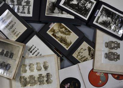 Art du Japon, vers 1900 Rare ensemble de 7 albums photographiques totalisant environ...