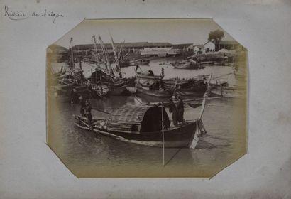 Indochine, 1890 Partie d'un album contenant...