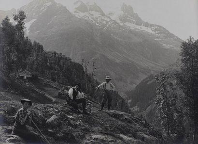 Album amateur, 1913 Remarquable album réunissant 80 tirages argentiques d'esprit...