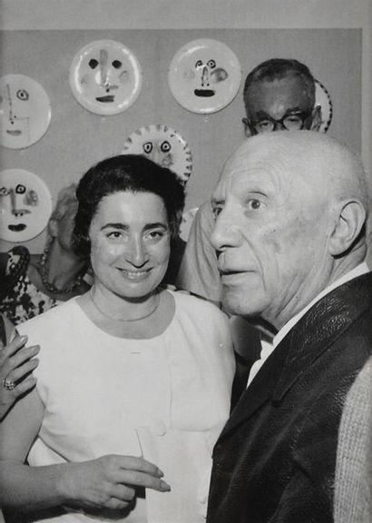 Pablo PICASSO (1881-1973), céramiste à la galerie Madoura, vers 1965