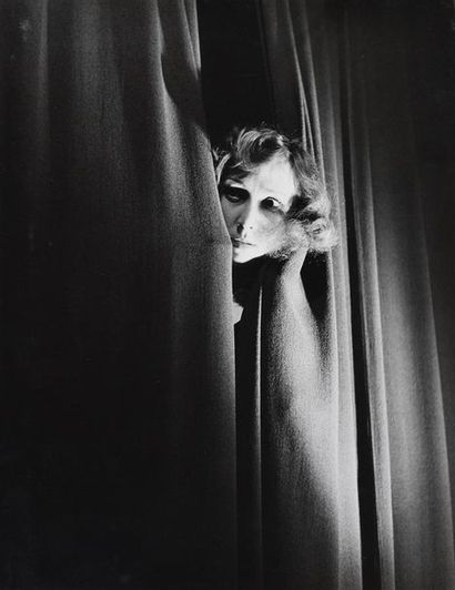 Roger Parry (1905-1977) L'actrice Jany Holt chez le photographe, 1941 Tirage argentique...