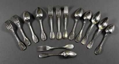 Réunion de six fourchettes et huit cuillères...