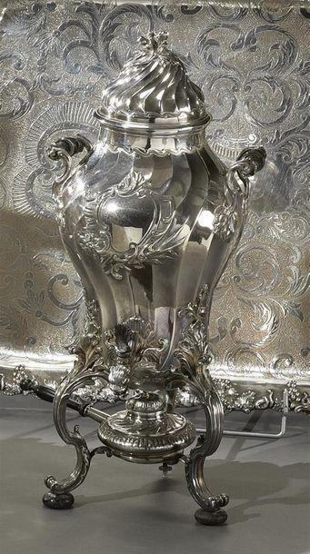 Importante fontaine à thé balustre en métal...