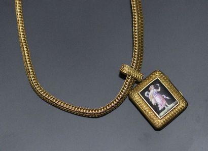 Pendentif porte-souvenirs ouvrant en or jaune...
