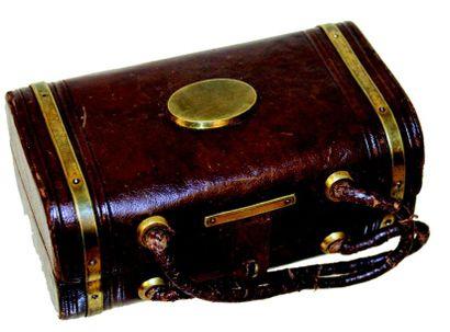Petit sac en cuir avec compartiment, époque...