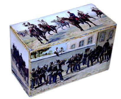 Joli boîte à enveloppes avec décor militaire...