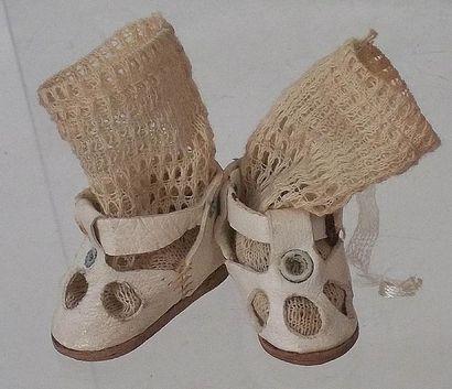 Paire de sandalles blanches en cuir avec...