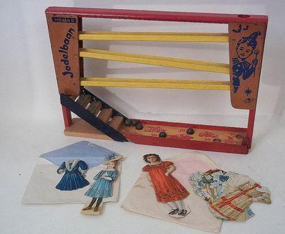 Jeu de cascade de billes en bois + deux poupées...