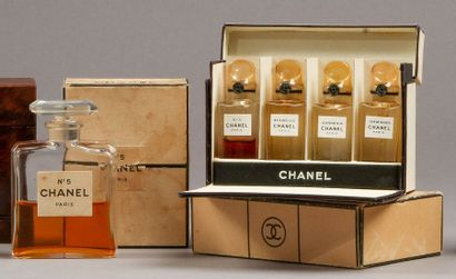 Chanel - (années 1930)  Lot comprenant le...
