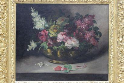 KOCH (XIXe siècle) KOCH (XIXe siècle)  Bouquet de fleurs dans une coupe  Huile sur...