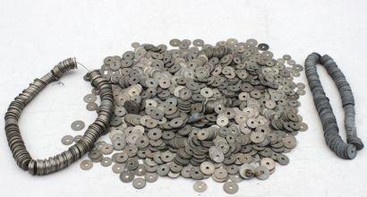 Important ensemble de PIECES trouée en métal...
