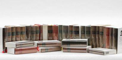 Ensemble de 31 volumes et 1 album collection...