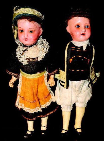 Paire de petits bébés allemands, tête en...