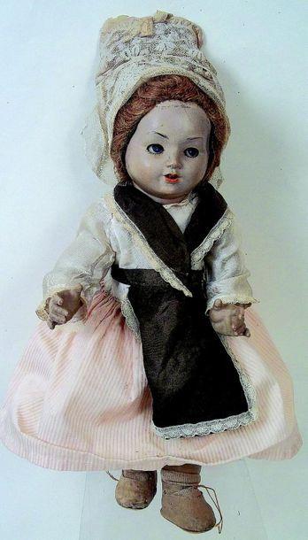 Curieuse poupée en composition, fabricant...