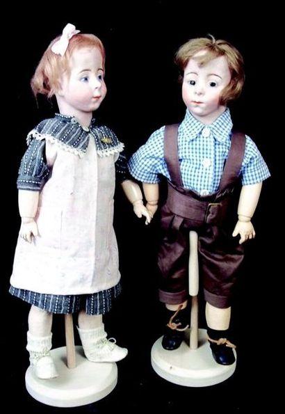 Rare paire de poupées caractères artistiques...