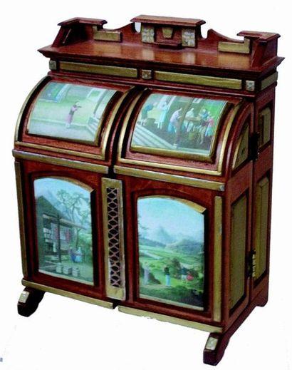 Extraordinaire cabinet miniature en bois...