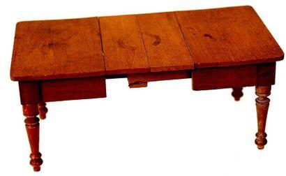 Ensemble de meubles en bois blanc , comprenant une armoire ouvrant par une porte...