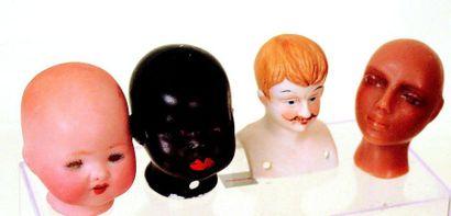 Ensemble de petites têtes en biscuit coulé,...