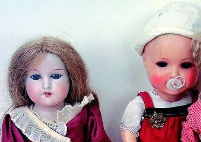 Ensemble de deux poupées allemandes, comprenant:...