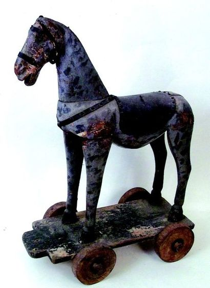 Large antique roller horse, French made. Format: 60x45x22 cm (1880) Leather harnesses...