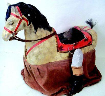 Extraordinaire déguisement de cheval-jupon en papier mâche et tissu avec jambes...