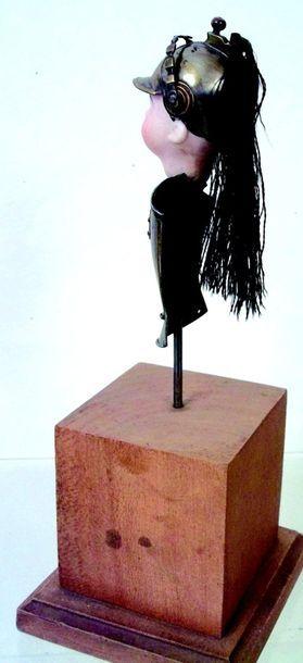 -Figurine représentant un buste de St Cyrien avec tête en biscuit peint H 25 cm....