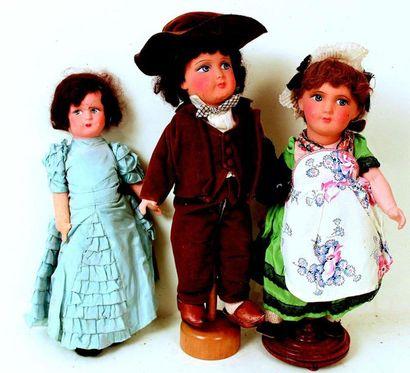 Couple de poupées avec des têtes en composition...