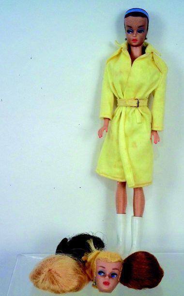 -«BARBIE» modèle «Reine de la Mode» avec 3 perruques, vert de gris aux oreilles,...
