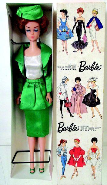-BARBIE bubble cut rousse porte l'habit «Théâtre date» en boîte d'origine (1965)...