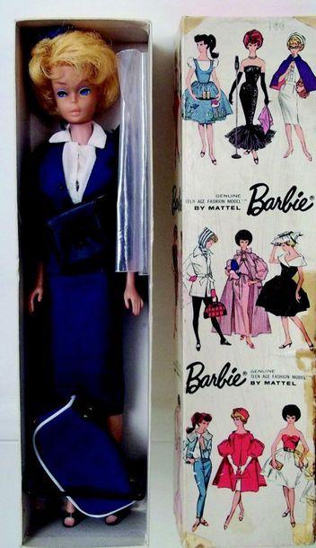 BARBIE bubble cut blonde porte l'habit «American...