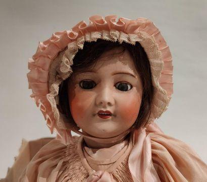 Bébé de la S.F.B.J. tête en biscuit coulé,...