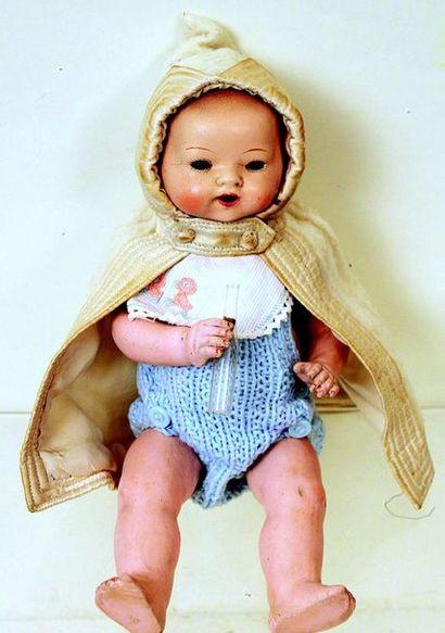 Petit bébé caractère allemand à tête pleine...