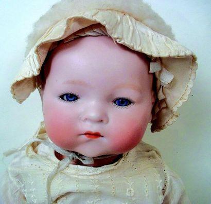 Bébé caractère tête pleine en biscuit coulé,...