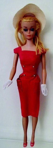 BARBIE ponytail blonde porte l'habit «Sh...