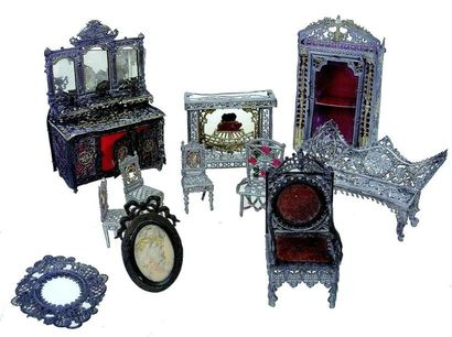 Set of miniature furniture in very fine lead, including: a complete fireplace, a...