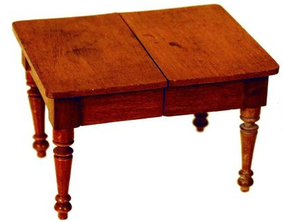 -Set of furniture in white wood, including...